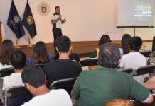 Piloto profesional plática con estudiantes de la UDLAP sobre importancia de producir una buena civilización viario