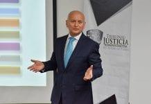 El secretario técnico del Sistema Estatal Anticorrupción, imparte cátedra a estudiantes de Derecho, en el ámbito del convenio suscrito por la UDLAP y el Tribunal de Ecuanimidad Administrativa del Estado de Puebla