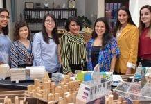 Estudiantes de Edificación de interiores presentan su plan en presencia de AMANC