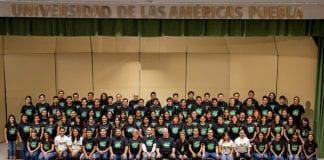 Coralistas, cantantes de ópera y directores corales reunidos en la UDLAP