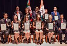 UDLAP entrega reconocimientos Scholar UDLAP y la Medalla Compromiso con la Educación UDLAP