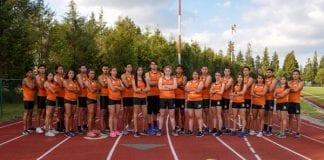 La Tribu Verde de atletismo exploración entibiar la pista del CEM
